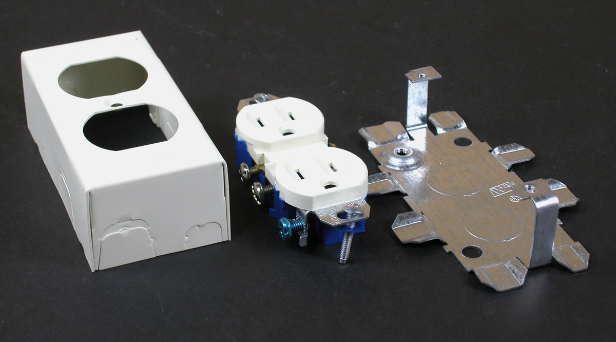 WIREMOLD V57243G : STEEL DUPLEX RECEPTACLE & BOX IVORY